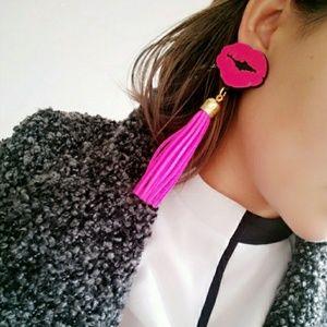 💋Hot Pink Lip & Tassel Earrings